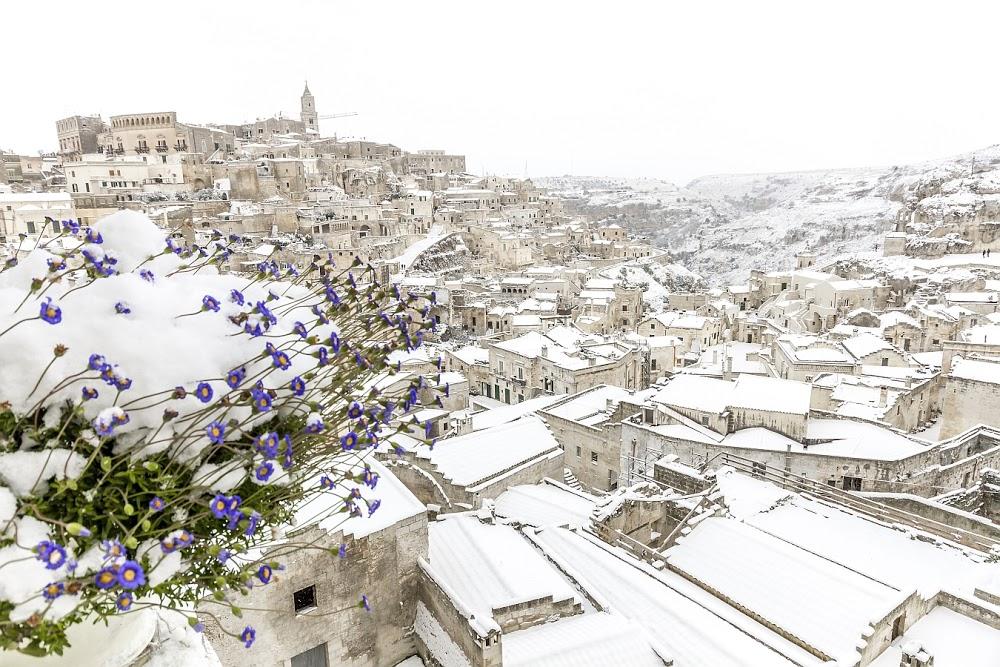 Sassi di Matera coperti di neve