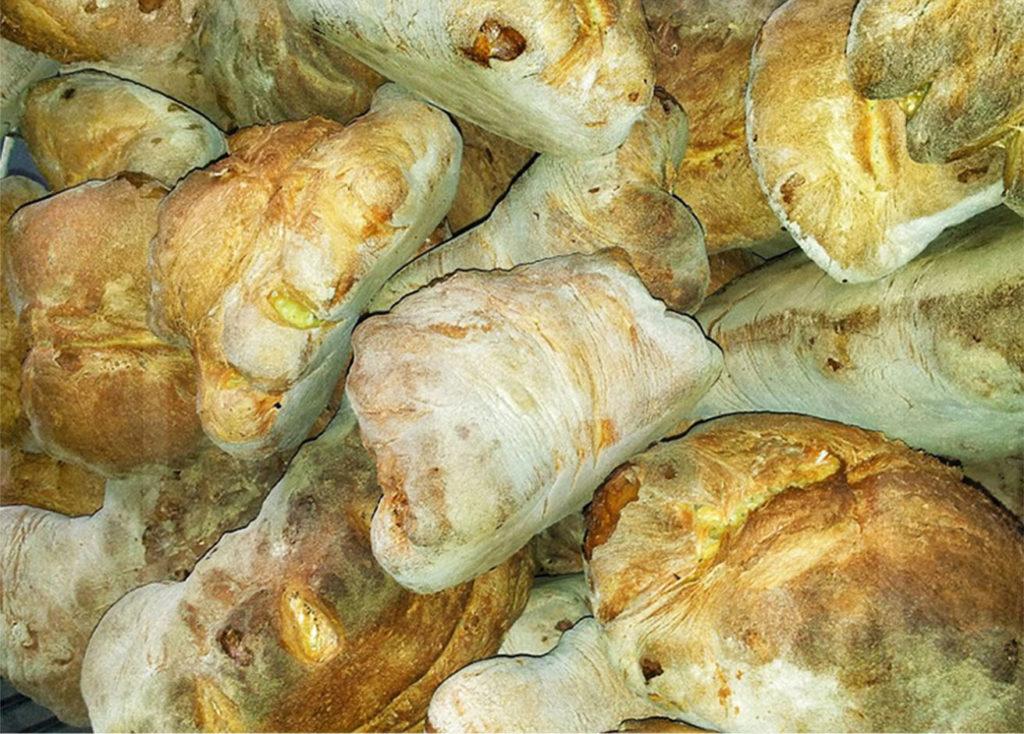 Sei su: forme di pane alto di Matera.