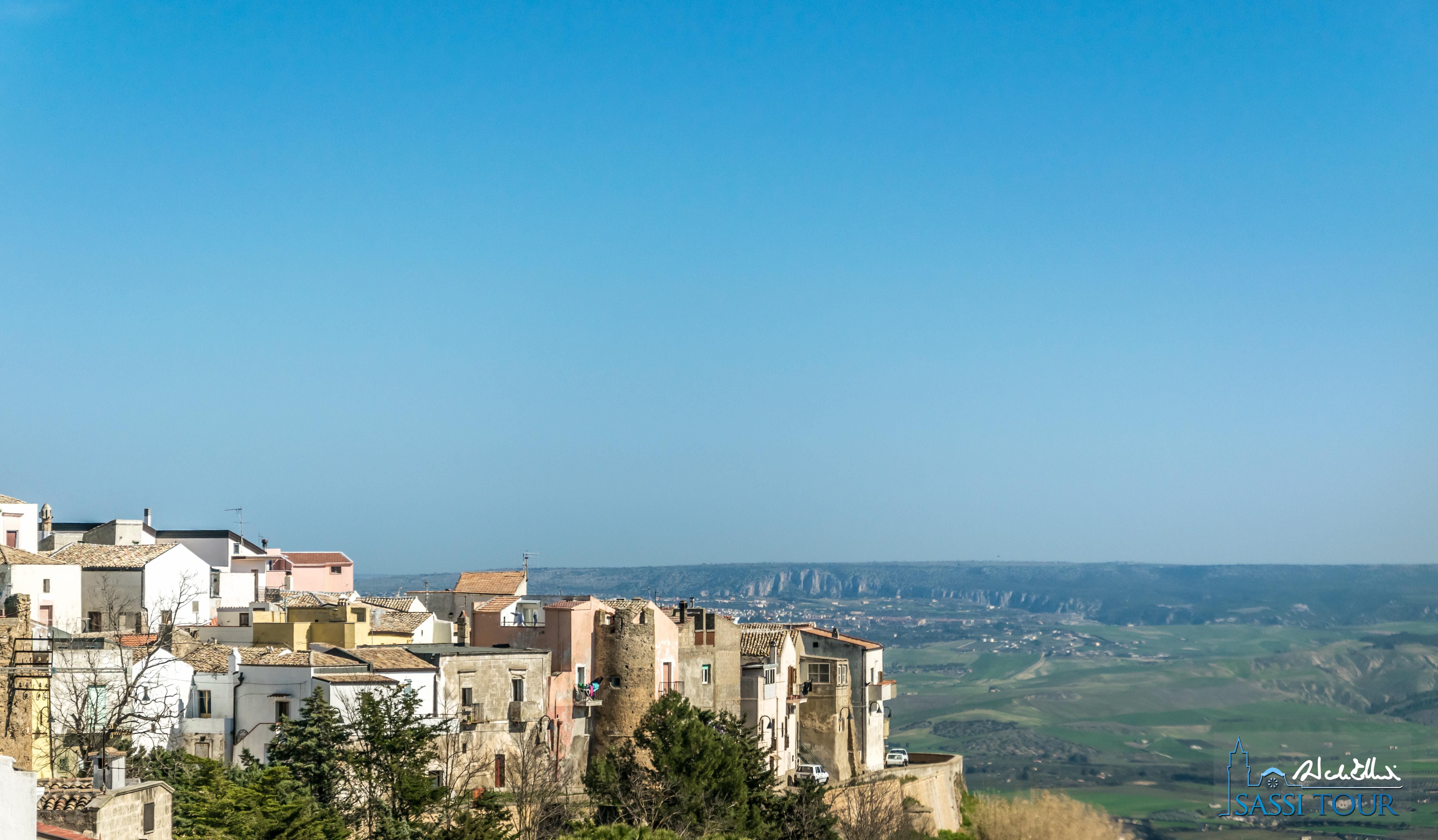 Vista dal castello di Miglionico verso Matera e la Murgia Materana.