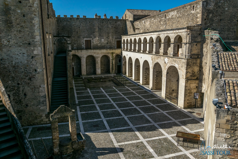 Il cortile del Castello di Miglionico